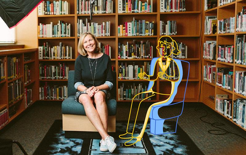 lutter contre le burnout une femme assise en robe sur un fauteuil dans une bibliothèque