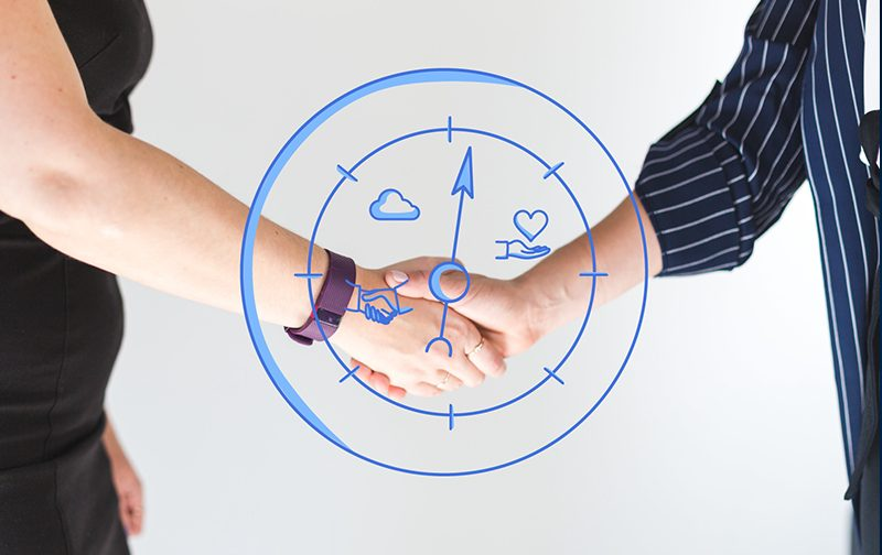 sens au travail, deux personnes en plan rapproché qui se serrent la main