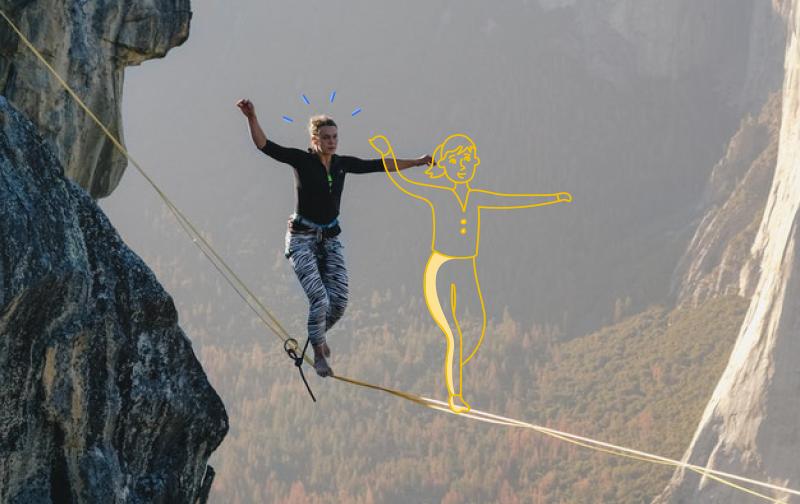 épanouissement professionnel : femme marchant sur un fil suspendu dans le vide entre des falaises