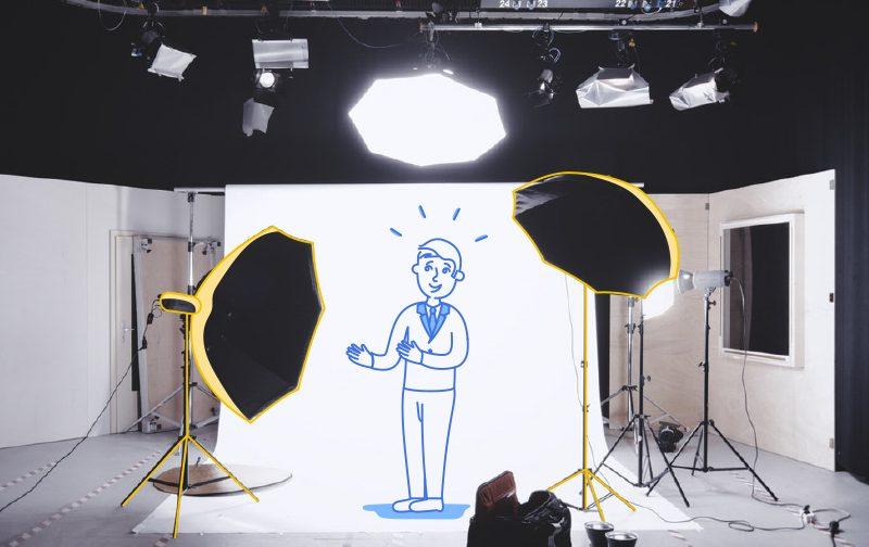 après un burn-out, studio professionnel de photographie avec lumière, fond blanc et bonhomme dessiné au milieu