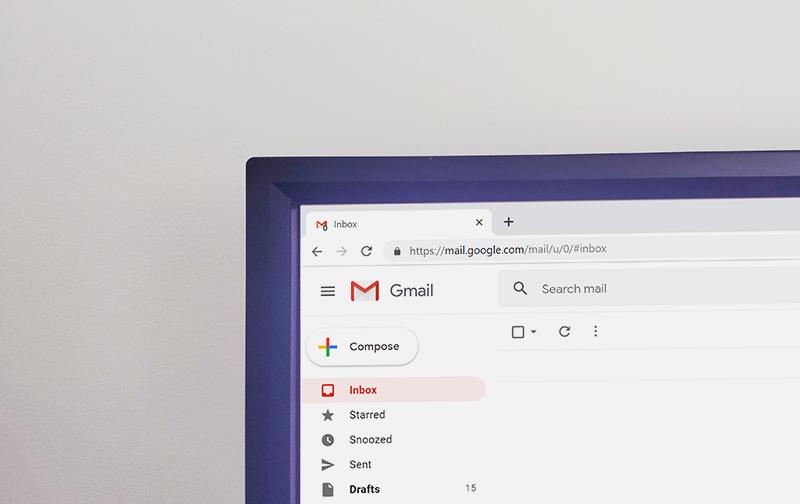 droit à la déconnexion, écran d'ordinateur avec boîte de messagerie Gmail