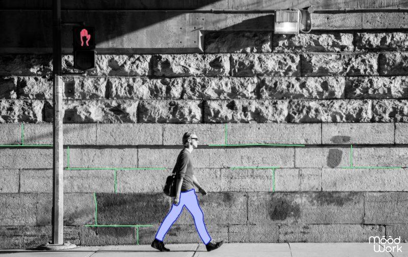 avenir des rh homme qui marche dans la rue