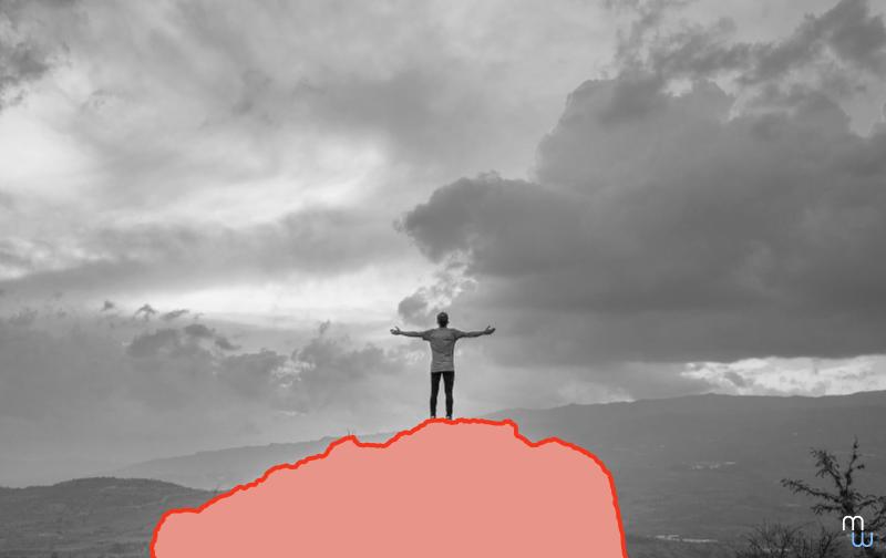 entreprise libérée homme de dos en haut d'une montagne